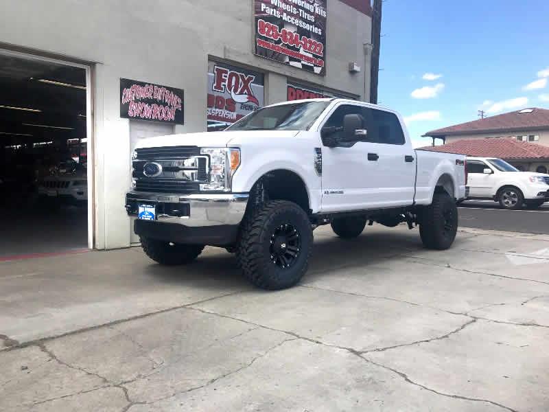 2017 Ford F250, 6″ lift, 37's, 18's